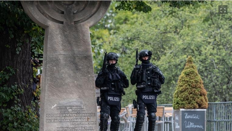 Jüdischer Friedhof unter Polizeischutz 2019 - Herzlich Willkommen